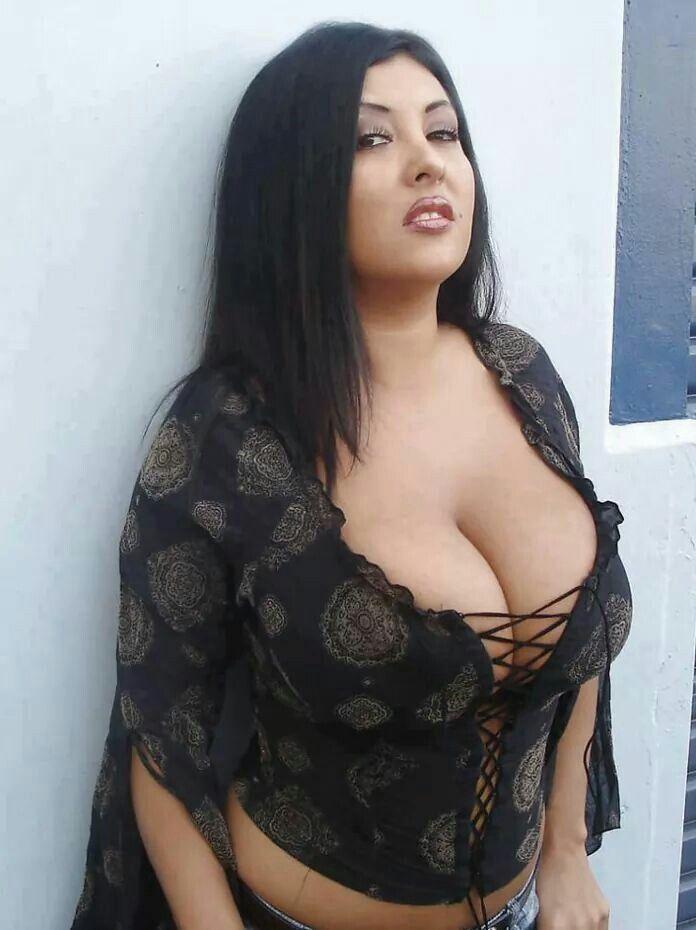 Latina Montok