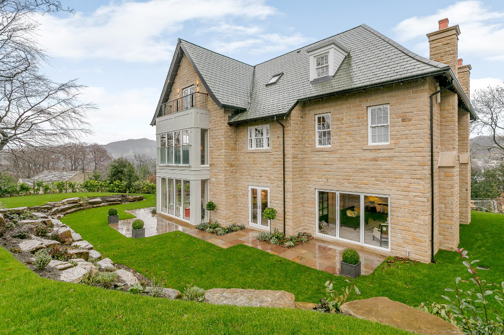 6 bedroom Detached House for sale in Holmfirth Detached