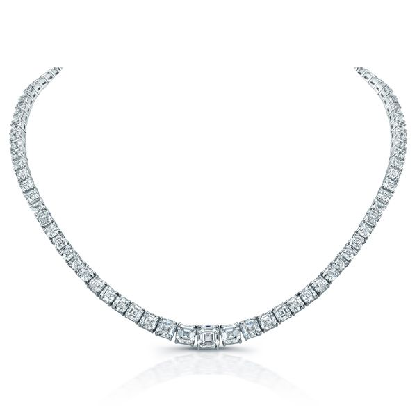 Fred Leighton for Forevermark, a 30 carat total weight diamond necklace worn by Michelle Williams at the 2012 Oscars.