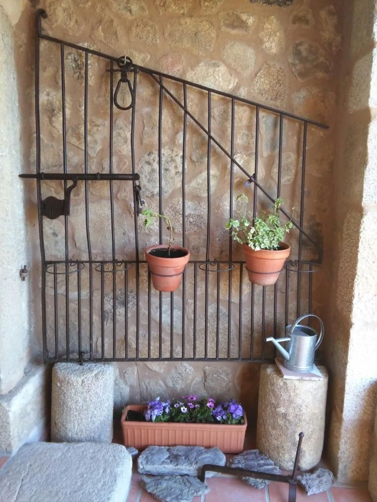 Jard n vertical en puerta reciclada puerta reciclada for Jardin vertical reciclado