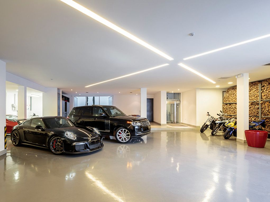 This ecuadorian mansion comes with a ridiculously cool underground garage ultralinx