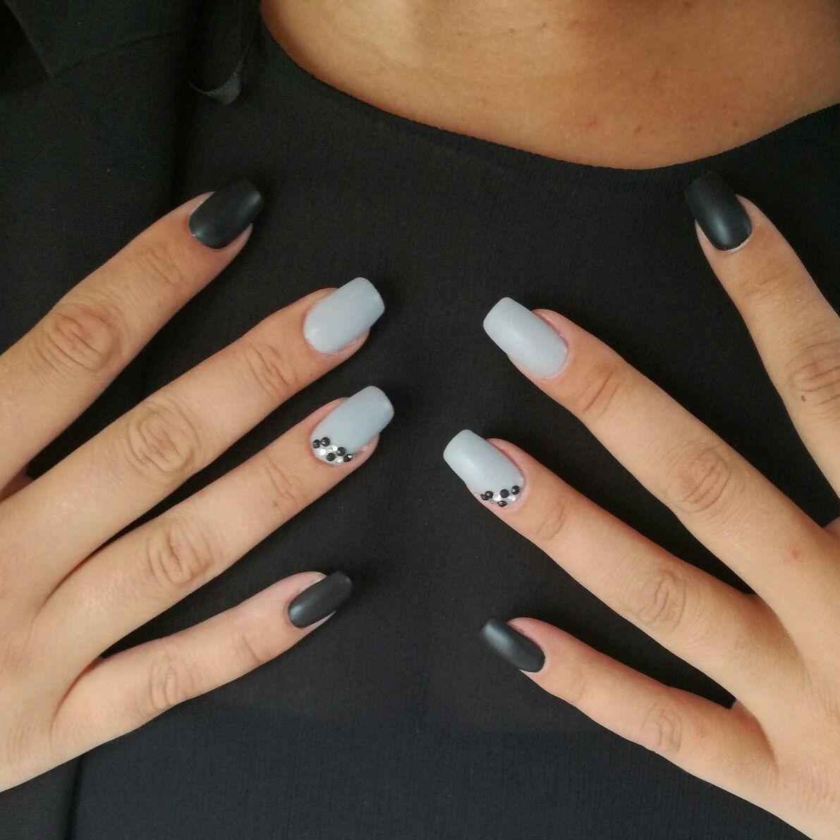 Ongles en gel noir et gris mat Nails black and grey