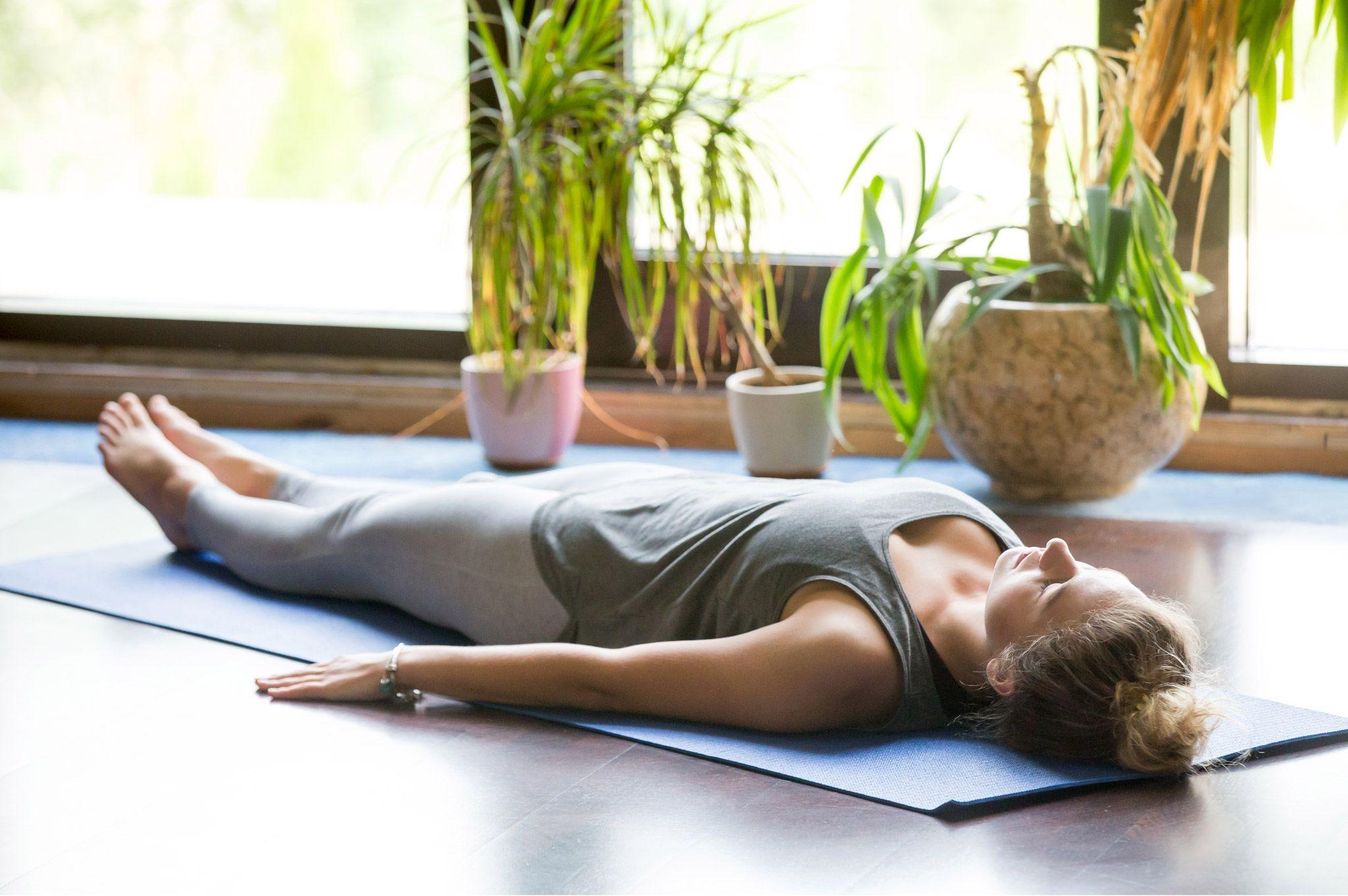 Pranayama version horizontal : 2 postures allongées pour ...