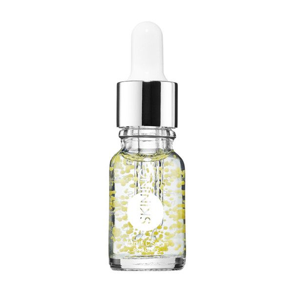 Oily - Ideal for acne-prone complexions, this vitamin C serum helps to minimize pores and balance sebum production.