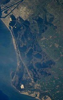 بحيرة المنزلة ننشر صورة عبر القمر الصناعي توضح مساحة بحيرة المنزلة الآن Photo City Photo Aerial