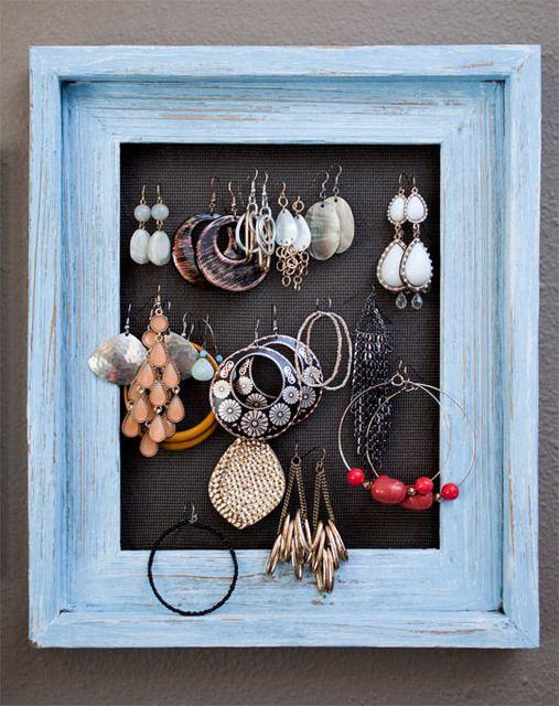 charming way to organize jewelry!