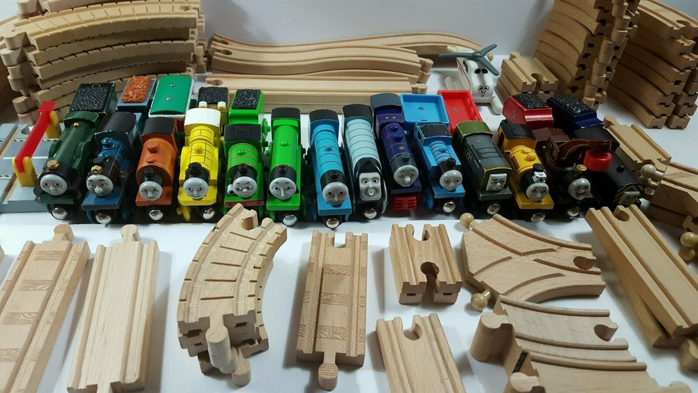 Huge lot of 90+ THOMAS THE TANK ENGINE Train toy Engines Wooden Cars + Tracks