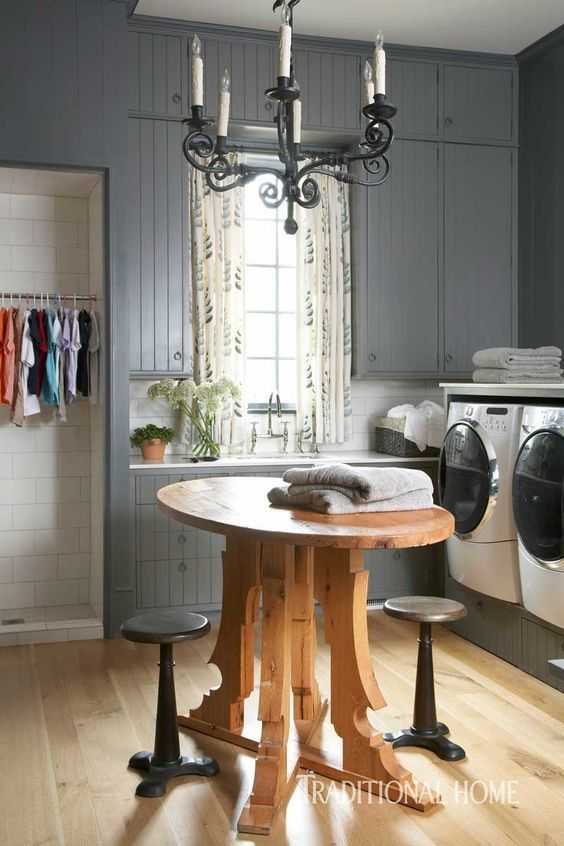 What a darling wash room !