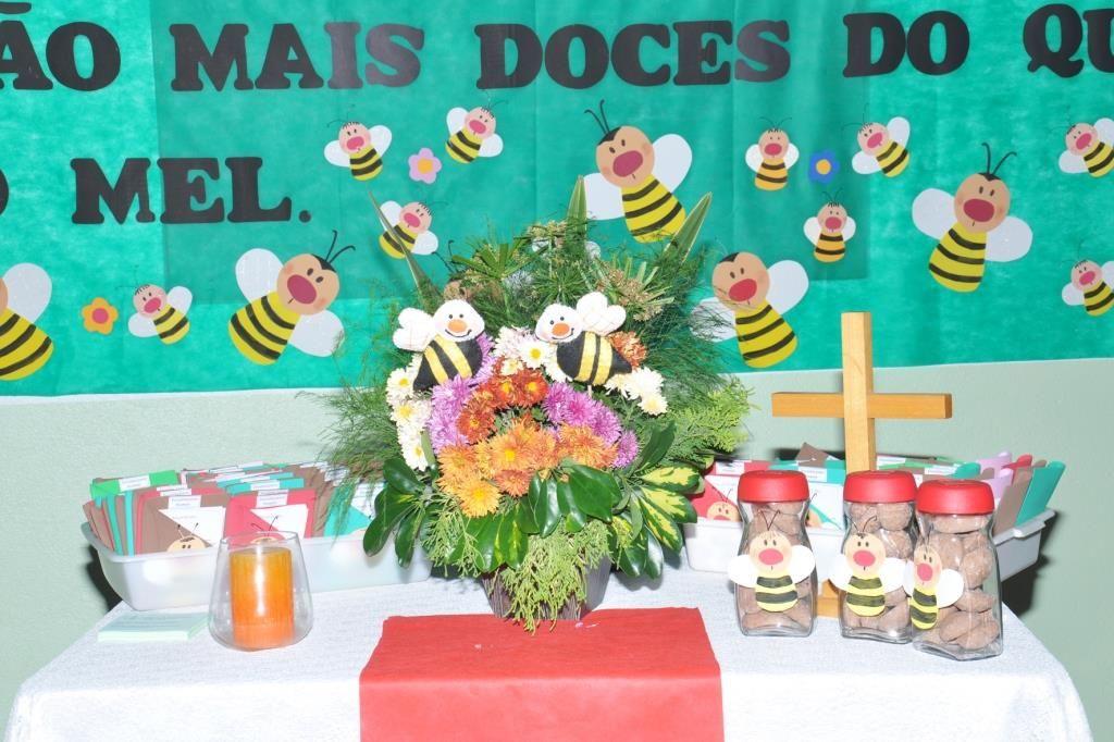 Mais doce que o mel Este foi o tema do culto da 24ª Festa das Flores celebrado no Dia das Mães, dia 12 de maio. As palavras bíblicas do Salmo 119.105, servira...