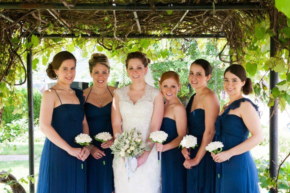 Bridal bouquets, brides bouquet vs bridesmaids | Wedding stuff ...