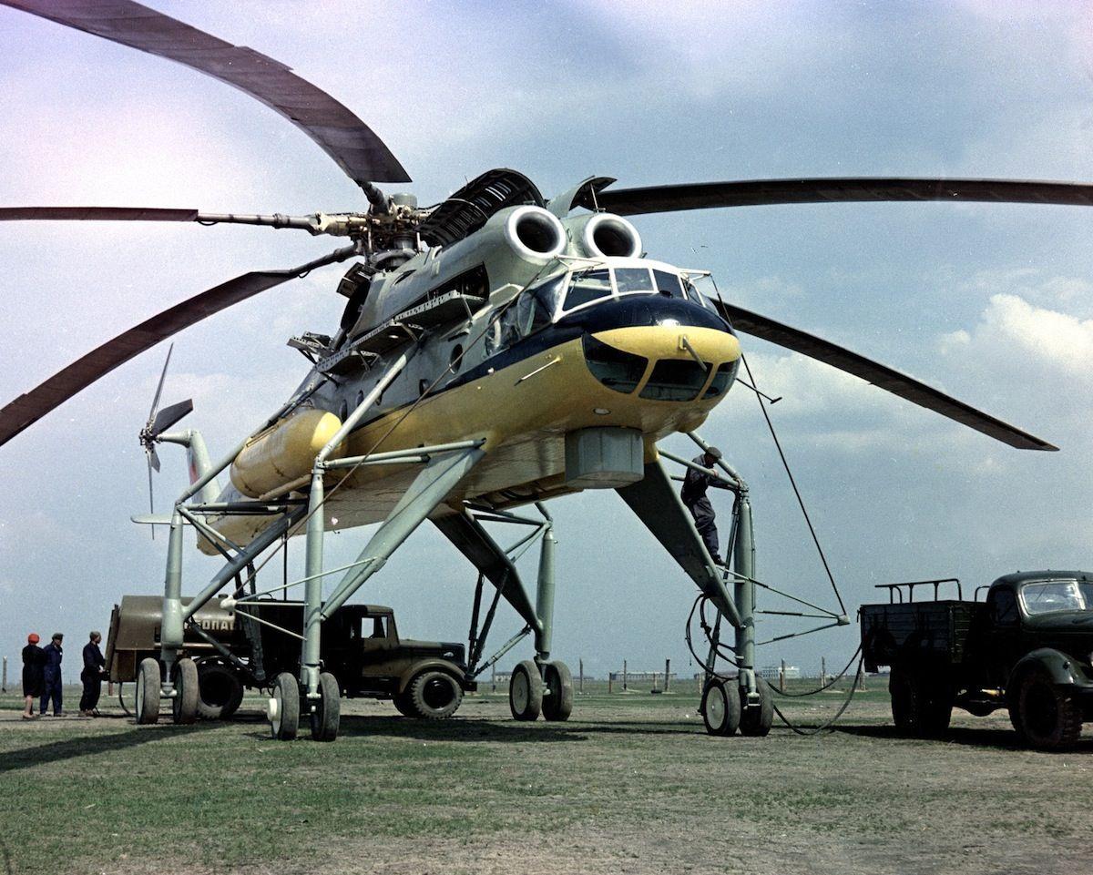Mil Mi 10 Flying Crane 1960 Https De Pinterest Com Geneleachman7 Air Https De Pinterest Com Pin 36056 Aircraft Helicopter Military Helicopter