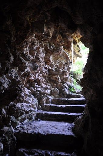 Nous traversons, la grotte de Marie-Antoinette dissimulée dans les ... |  Marie antoinette, Versailles, Château de versailles