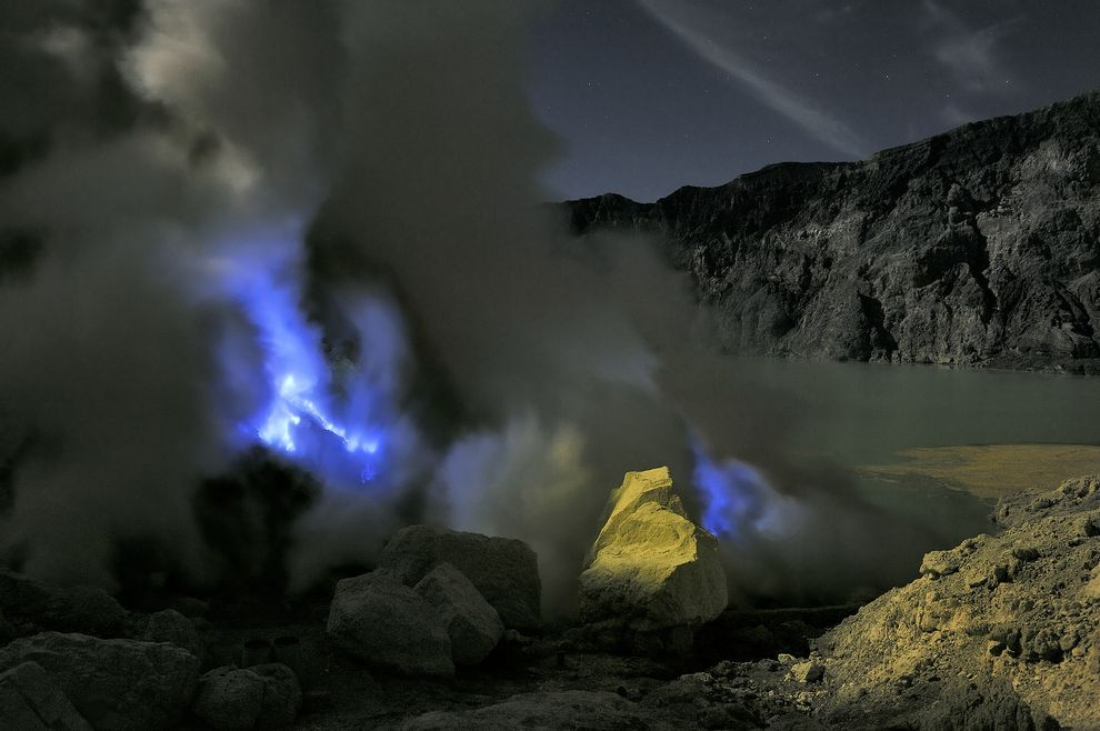 Stunning ElectricBlue Flames Erupt From Volcanoes Indonesia - Incredible neon blue lava flames erupt volcano