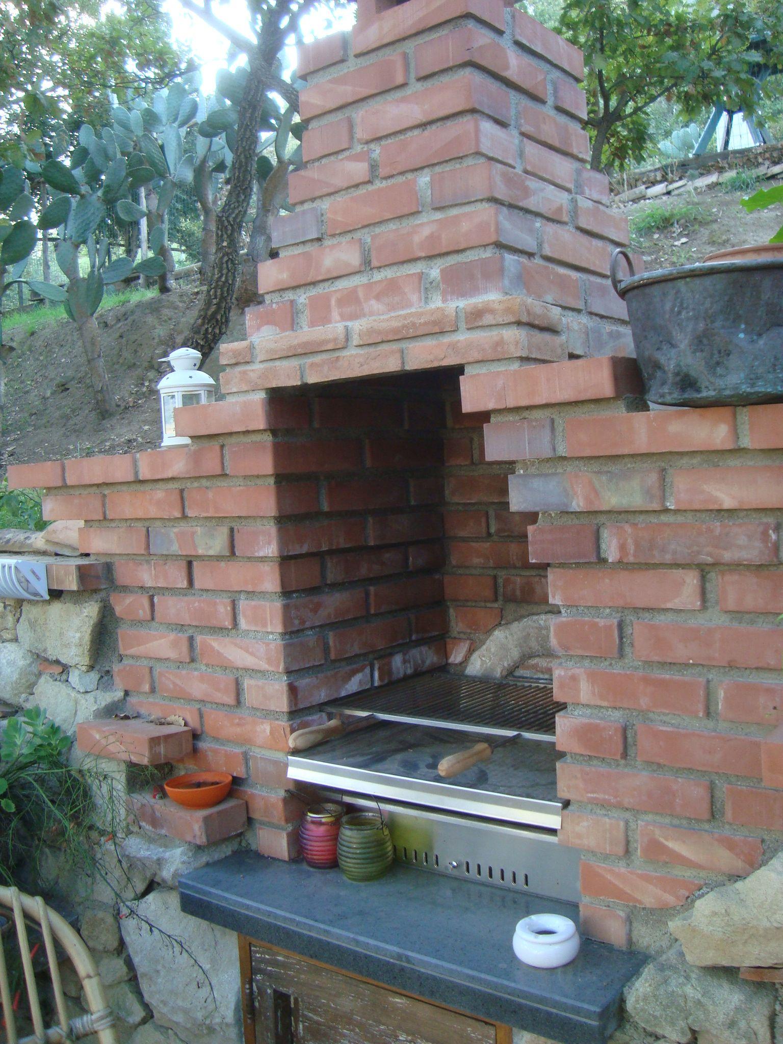 der gro e gemauerte barbeque grill im garten casetta al costa traumferienhaus in sizilien. Black Bedroom Furniture Sets. Home Design Ideas