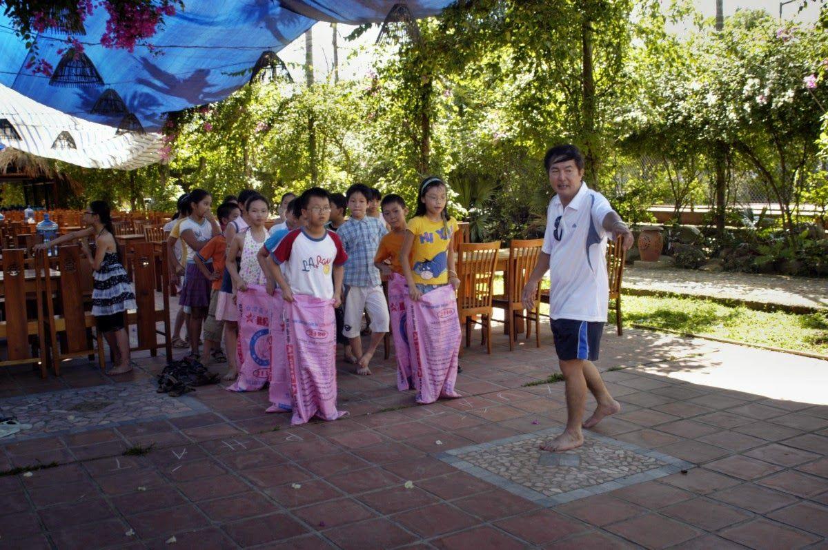 Traditional folk games of Vietnamese. http://goo.gl/VQihDC