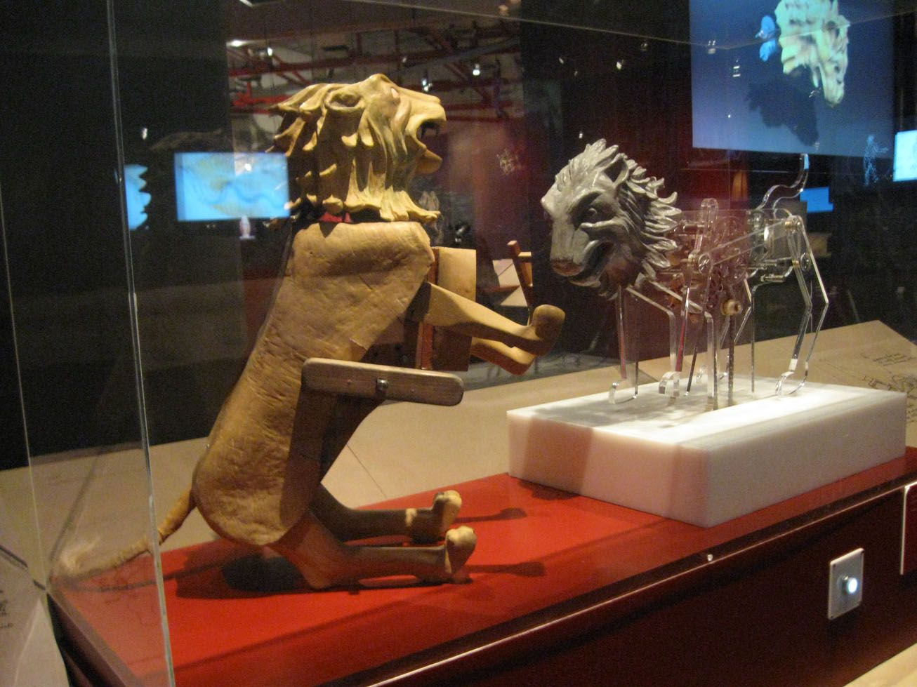 Leonardo's mechanical lion (1515)  Working model based on the  interpretation of Luca Garai
