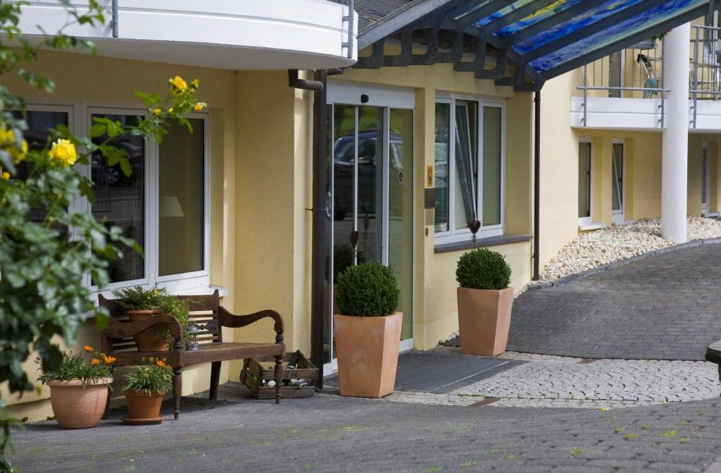 Der Eingang zum Romantik- und Wellnesstraum. Überzeugen Sie sich selbst!   #hotel #cochem #relax #wellness #satisfaction #entspannung #entrance #kesslermeyer #romantik #urlaub #ferien #holidays #vacation