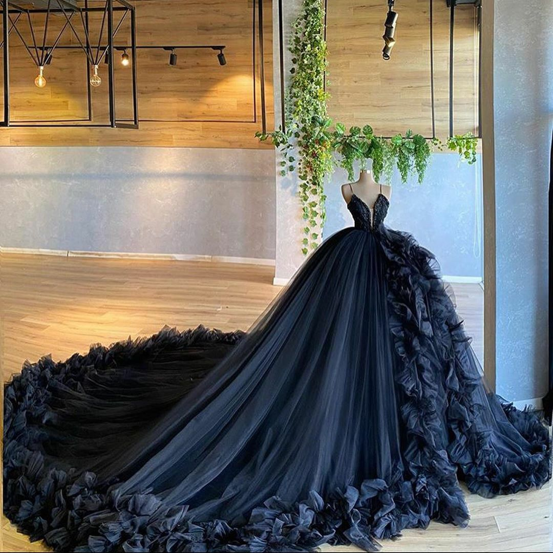 Pin By Marisol Vitali On Fashion Z Ball Gowns Wedding Ball Dresses Pretty Quinceanera Dresses