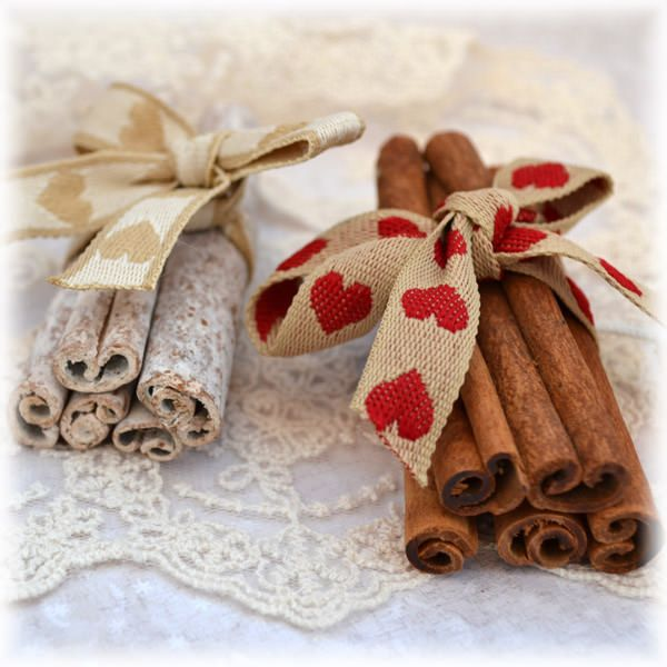 NEW: Cinnamon Sticks - add a wonderful  Christmas fragrance to your Christmas cards and projects.
