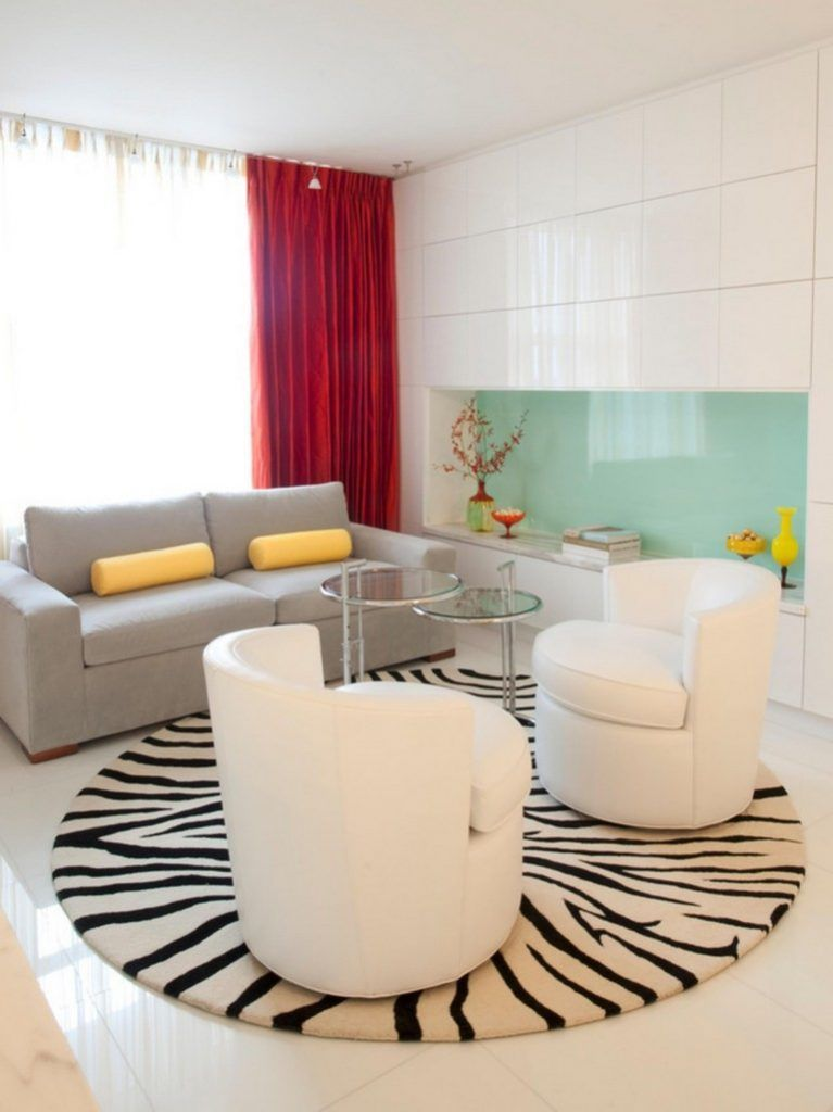how to place a round rug in a living room