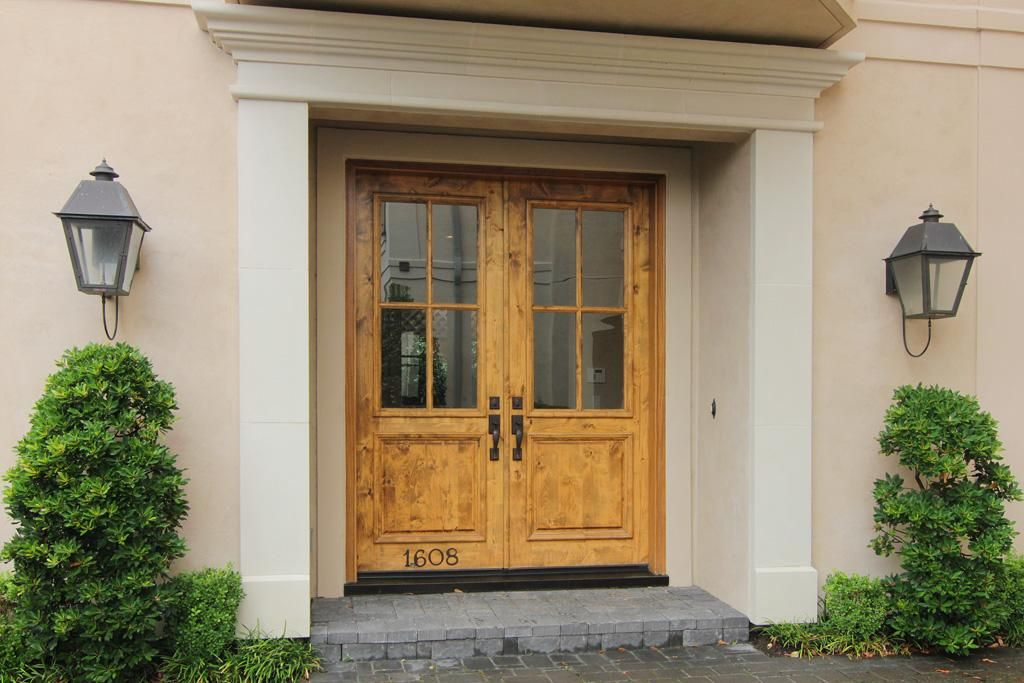 Gracious Double Knotty Alder Front Doors With Glass Panels. The Downstairs  Interior Doors Are Knotty Alder As Well And Doors Are Solid Core.
