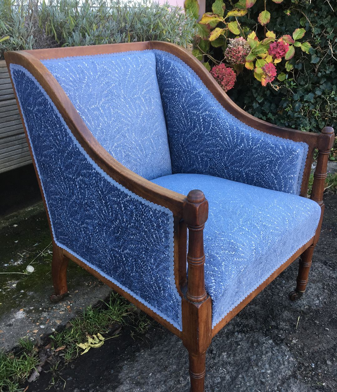 Colefaxandfowler Fabric Working Well With This Beautiful Edwardian Chair Upholstery Colefaxandfowler Chair Antique Antiques A Upholstery Chair Furniture