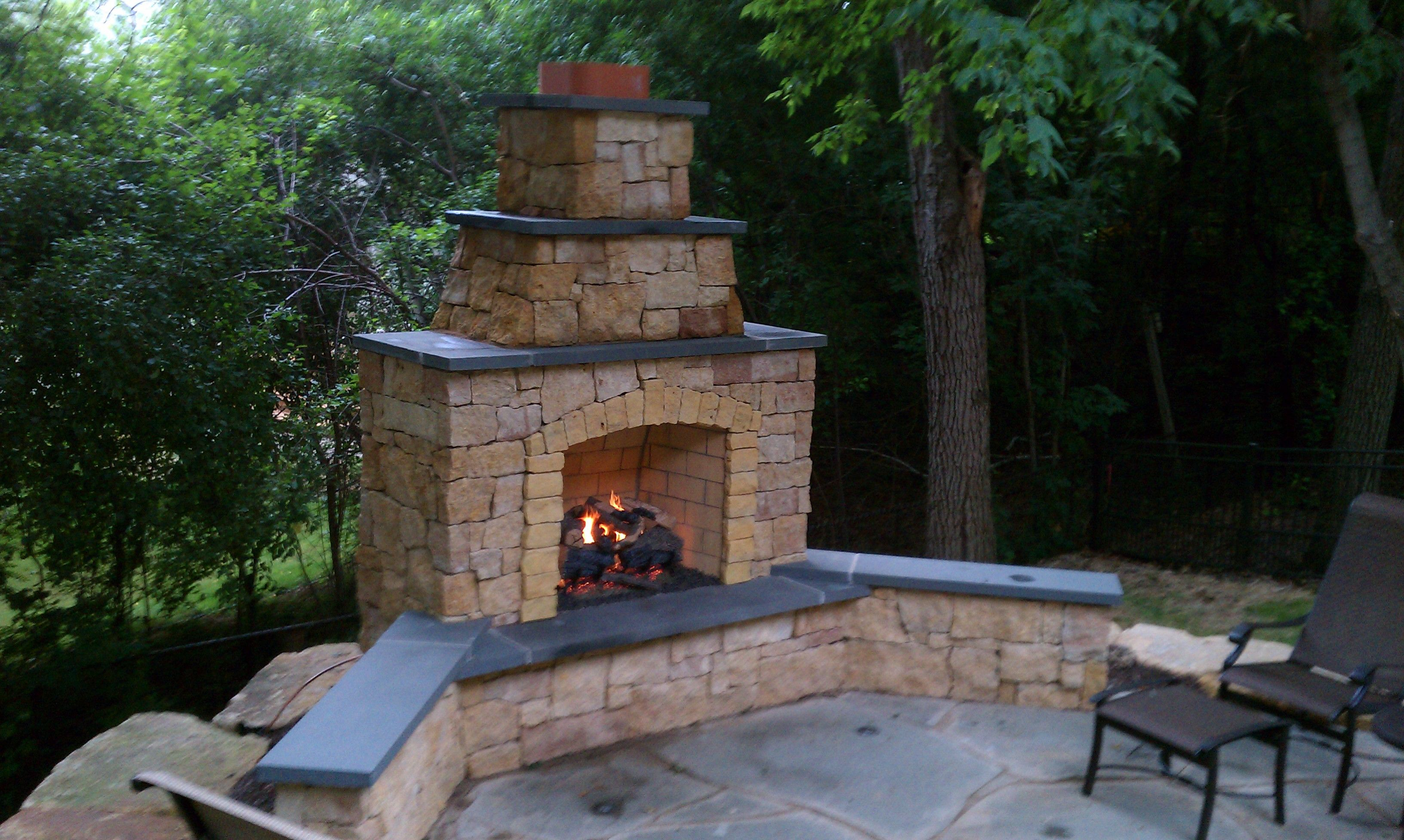 outdoor gas fireplaces kasota outdoor fireplace with bluestone rh pinterest com
