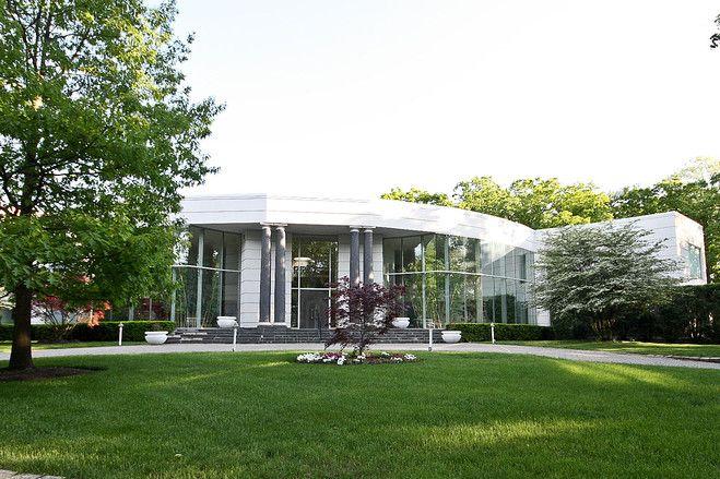 シカゴ万博にヒントを得た未来的デザインの米イリノイ州の邸宅   森の ...