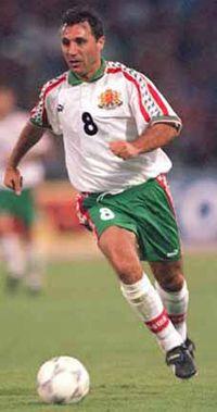 Hristo Stoichkov. Jugador de gran calidad, completo. Con una zurda tremenda y muy buena pegada  www.supersoccersite.com