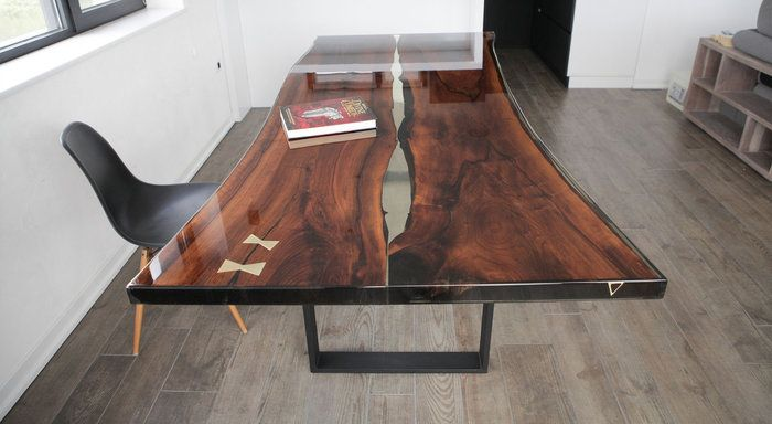 Bureaux et tables en bois massif résiné à l\'epoxy Exclusivité en ...