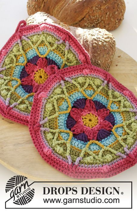 """Colourful Spring - DROPS Ostern: Gehäkelte DROPS Topflappen in """"Paris"""" mit Sternen. - Free pattern by DROPS Design"""
