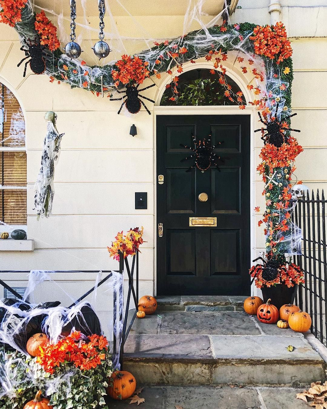 Halloween in London Spirit halloween, Halloween