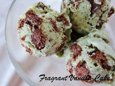 Raw Minty Cookies and Cream Ice Cream from Fragrant Vanilla Cake