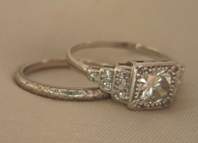 I love heirloom rings I wish wed had one for my Rings