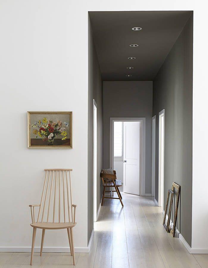 Peindre son couloir via des murs et un plafond gris   Entrées et ...