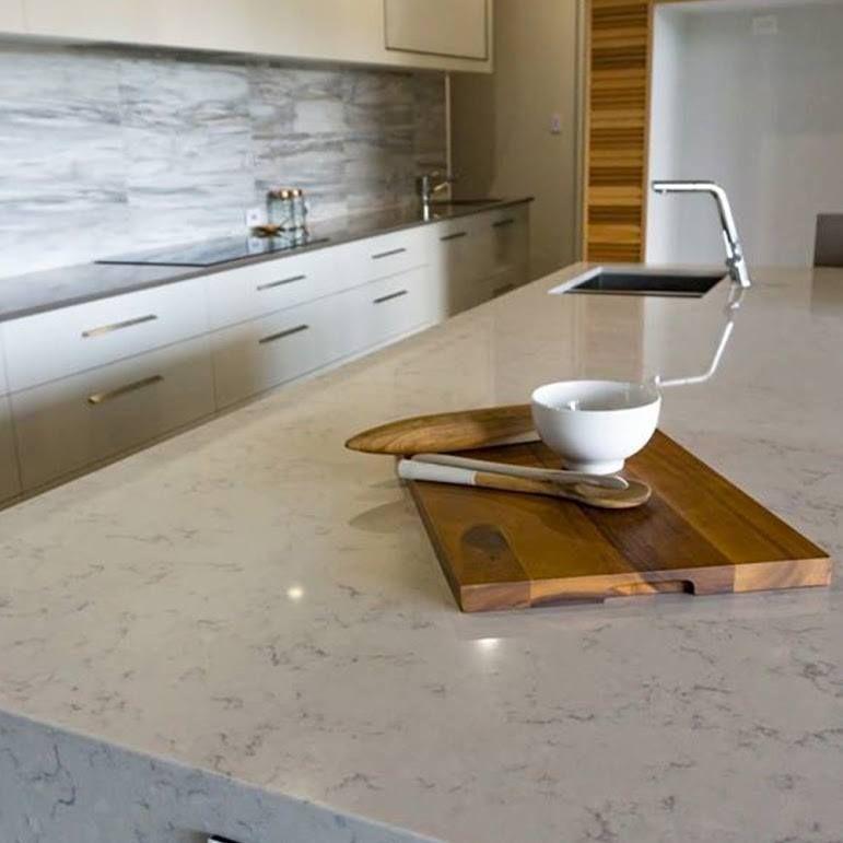 Exklusive Marmor Arbeitsplatte In Einer Grau Beige Optik In 2020 Kucheneinrichtung Kuchen Design Kuchendesign