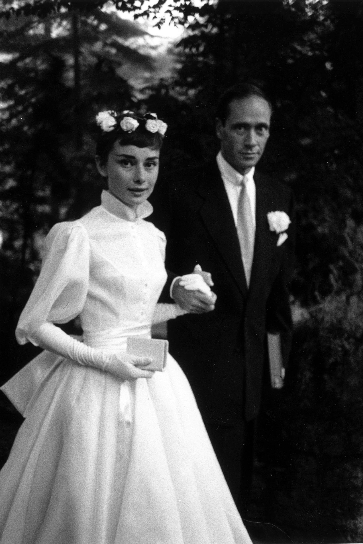 10 Iconic Wedding Gowns Audrey Hepburn In Balmain 1954