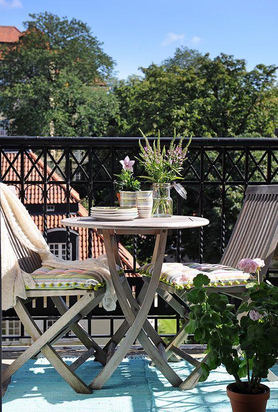 24 ideas para decorar peque os balcones terrazas balcon decoracion balcones y patio con piscina - Piscina en terraza peso maximo ...