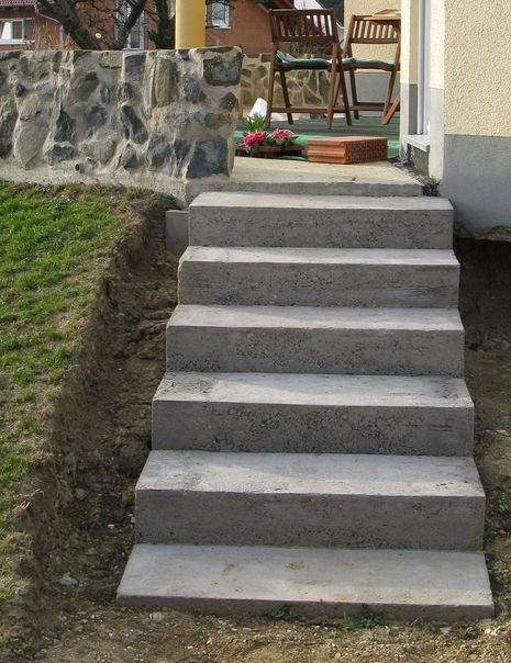 eine treppe aus stahlbeton gartenbau selber gemacht. Black Bedroom Furniture Sets. Home Design Ideas