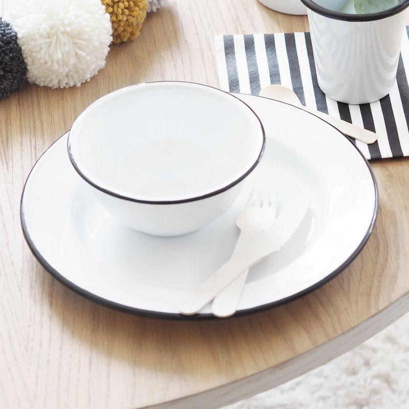 Petit bol en émail blanc avec liseret noir Diamètre  13 cm