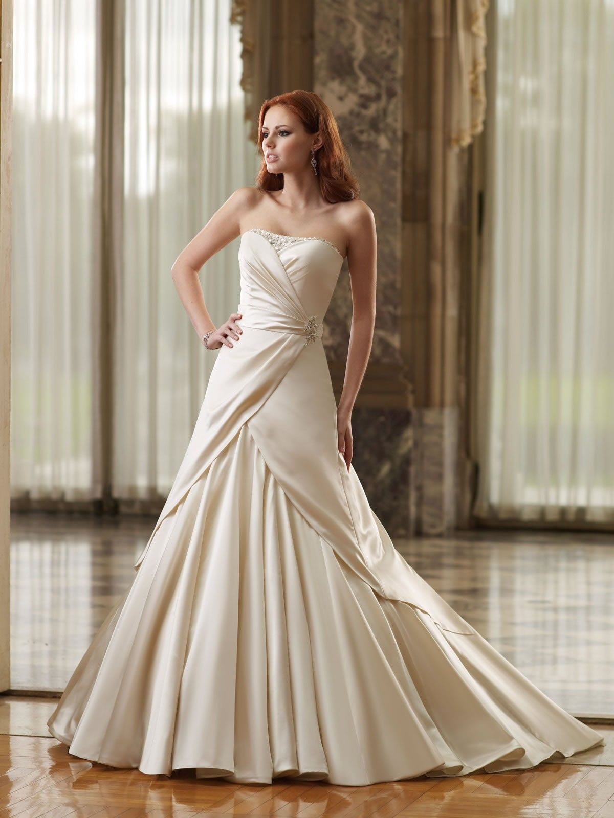 2015 Satin Softly Curved Neckline Aline Wedding Dress