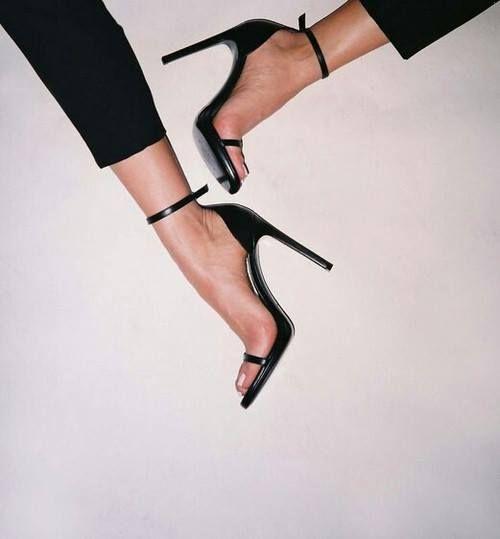 Czarne Sandalki To Absolutny Must Have W Sezonie Wiosna Lato A W Naszym Sklepie Znajdziecie Ciekawy A Zarazem Klasyczny Model Gino Rossi Heels Fashion Shoes