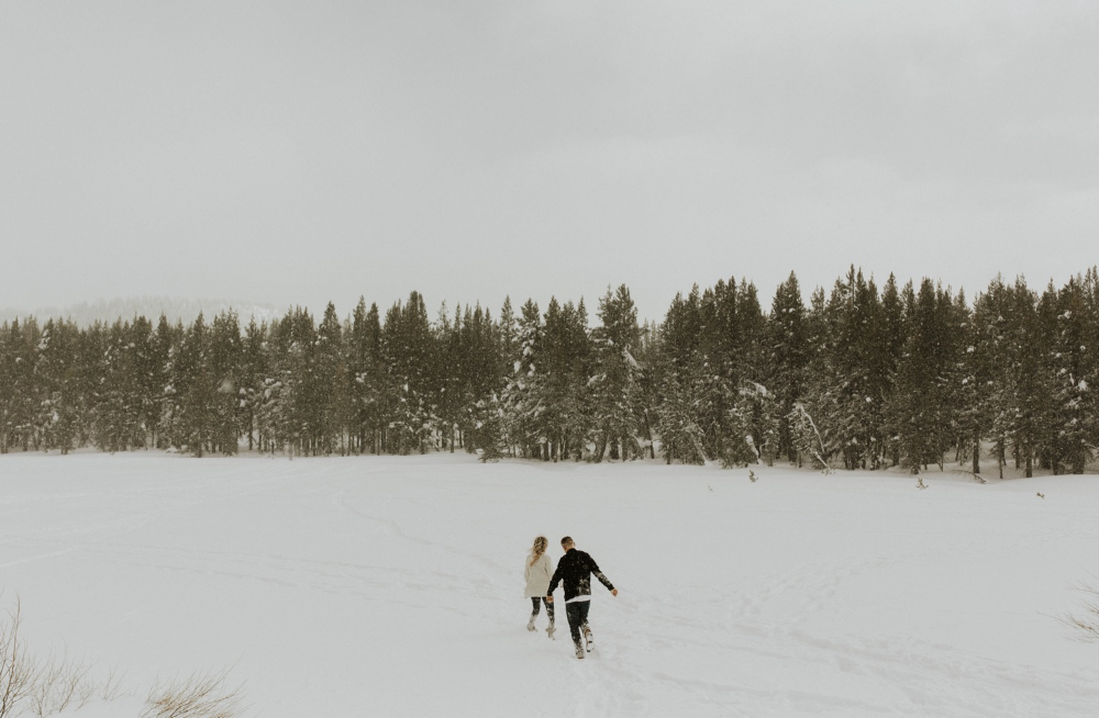 bridgette-wuest-bridgettewuest-bridgettewuestphotography-north-lake-tahoe-california-laketahoe-engagements-winter-snow-outfit-inspo-cute-snowballs-snowballfight-trees-forest-snowstorm-engagements-winterengagementphotos