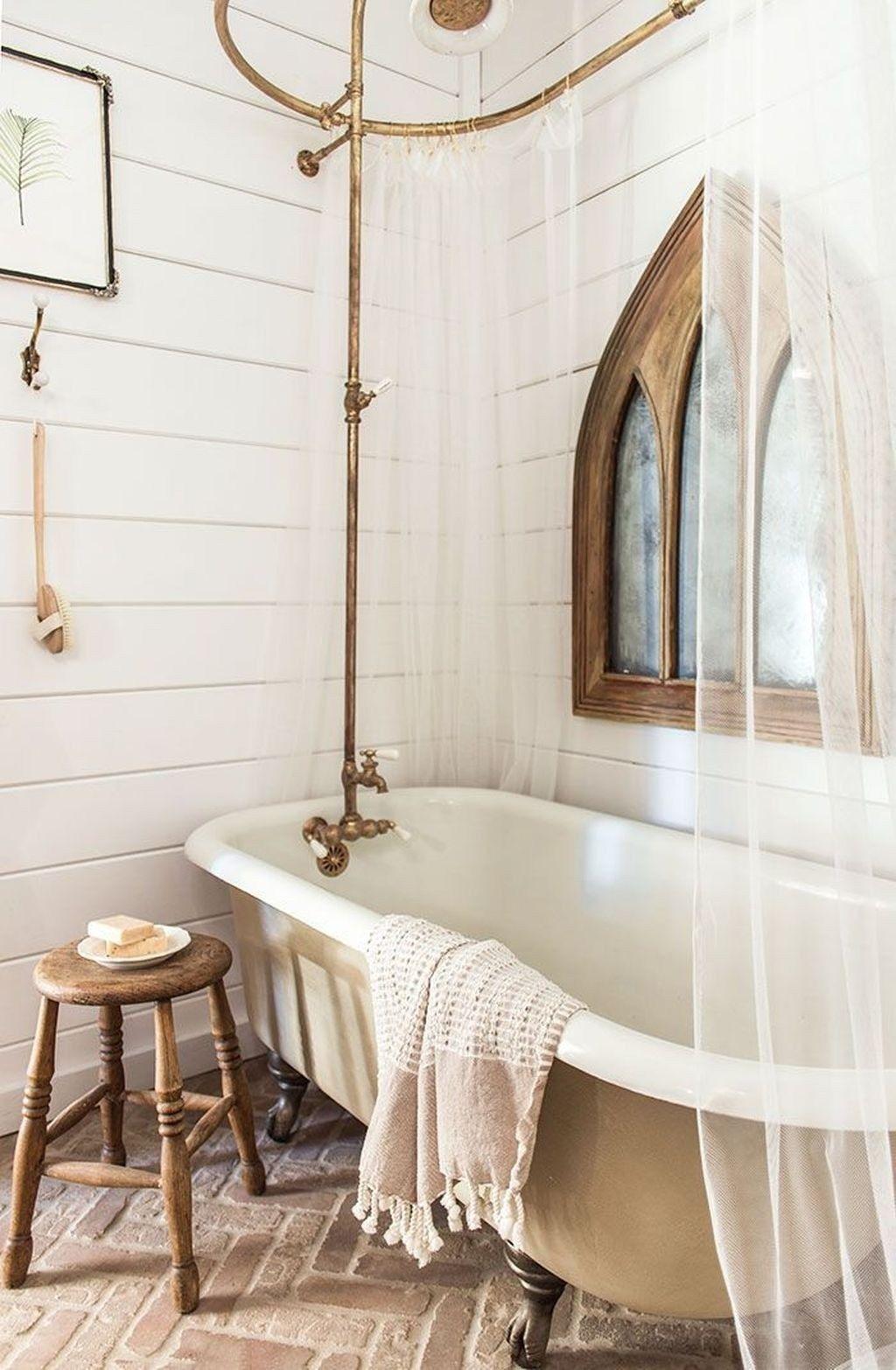 34++ Farmhouse bathroom clawfoot tub trends