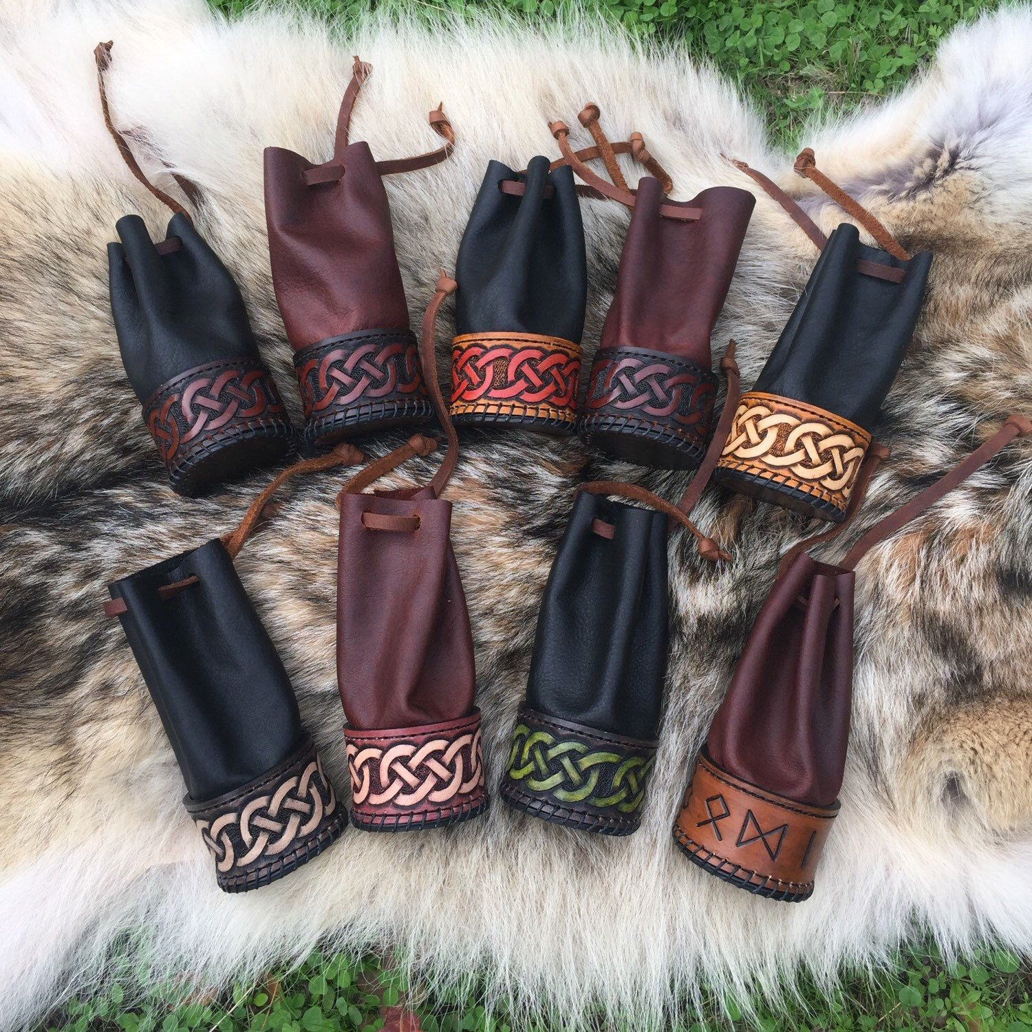 These amazing new rune pouches are by far the most epic rune pouches you will find, meticulously hand crafted using 4 unique high quality leathers and multiple leather techniques. Limited quantity of these, 55$ each get them while you can!
