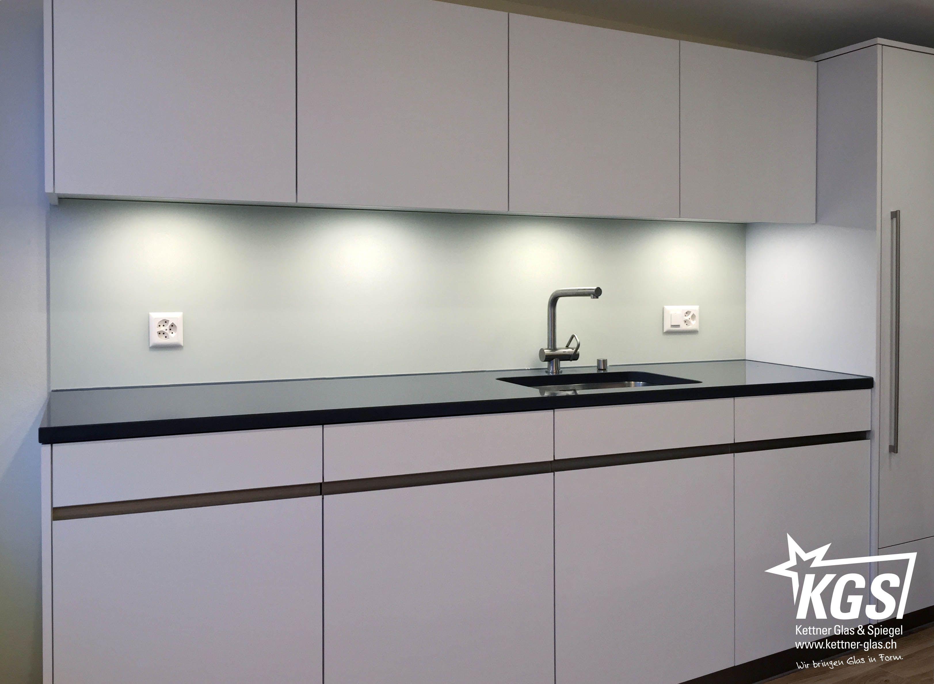 Glas-Küchenrückwand aus satiniertem Diamant-Glas mit NCS-Lackierung ...