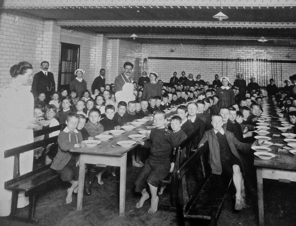 Absolutely Fantastic Photo Of Children In Victorian Edinburgh In School Notice Some Children Have No Shoes But Victorian Era Historical Context Vintage School