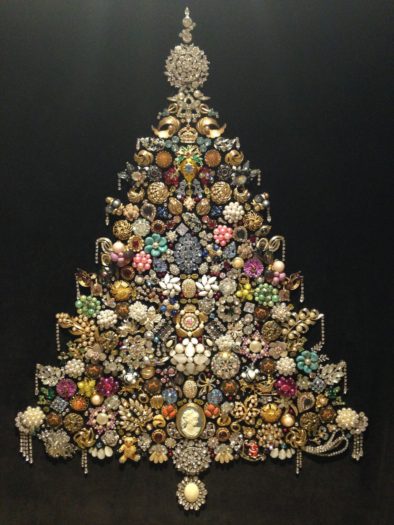 Vintage Jewelry Art In 2020 Jeweled Christmas Trees Jewelry Christmas Tree Jeweled Christmas