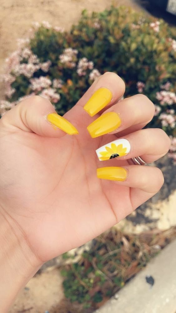 30 Awesome Yellow Nails For The Hot Bright Summer Sunflower Nails Yellow Nails Gel Nails