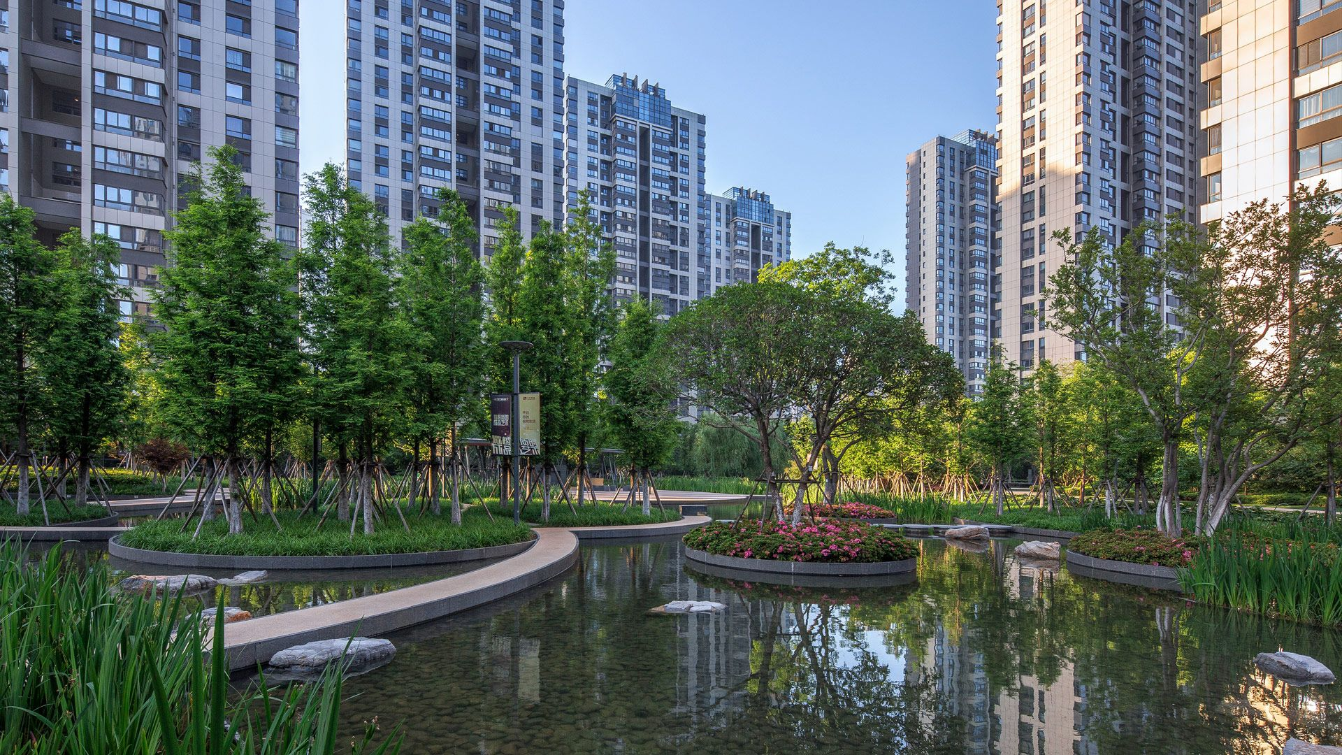 The Apartment Complex Is Set On A Completely Flat Plain To The East Of The Yangtze River Yet On A Site To Landscape Landscape Architecture Landscape Architect